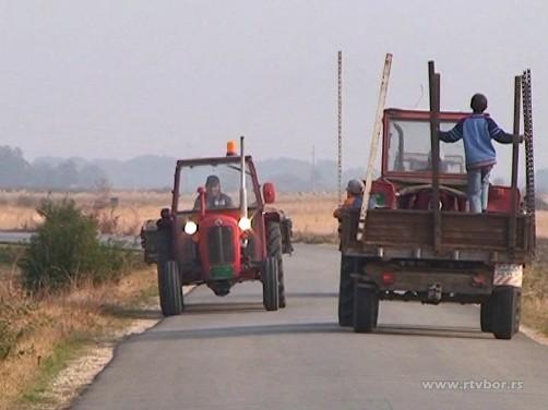Bezbednost traktora na putu