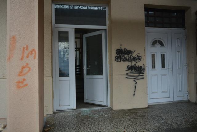 ZgradaBrus vrata2